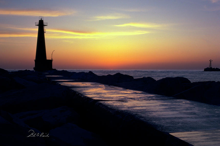 Color Photograph - A Sliver Of Sunset by Frederic A Reinecke