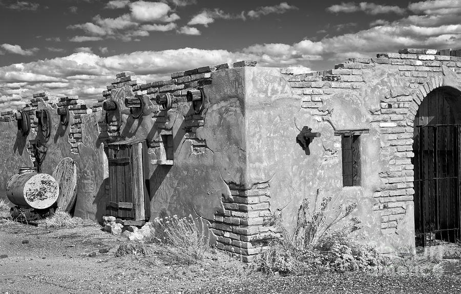 Abandoned Adobe Abode by Lee Craig
