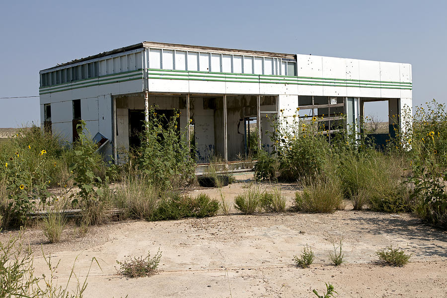 Route 66 Photograph - Abandoned Gas Station in Glenrio by Rick Pisio