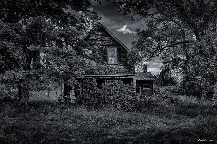 Maine Photograph - Abandoned Home In Lubec Maine Bw Version by Ken Morris