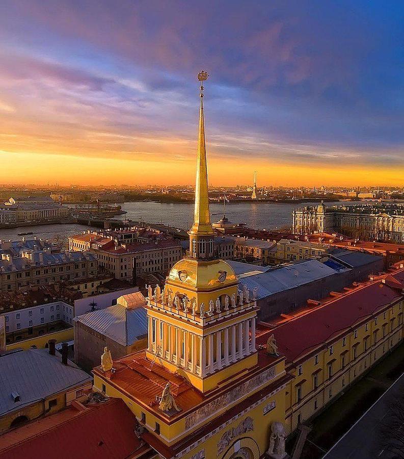 Saint Petersburg Photograph - Admiral Building, Saint Petersburg by Shrivijay Kakirde