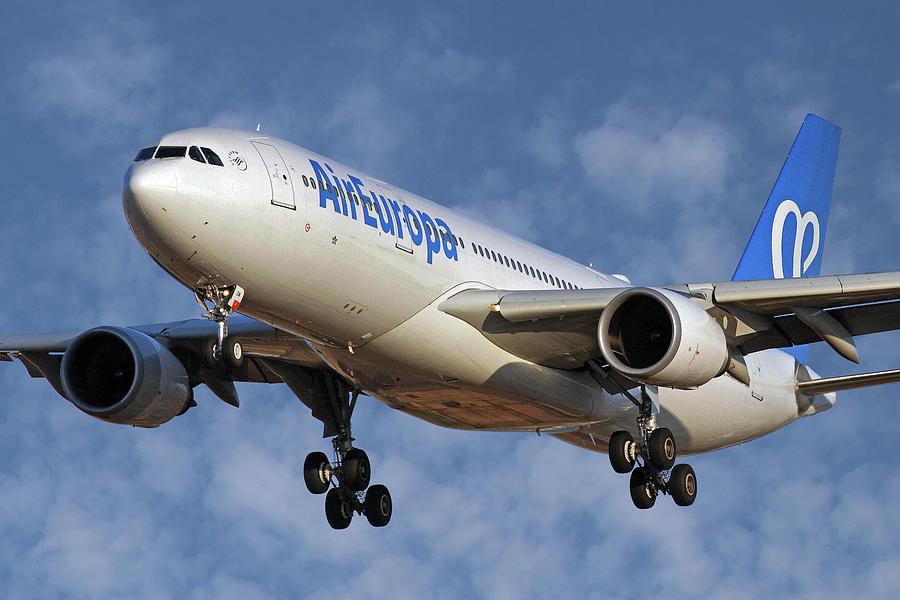 Air Europa Photograph - Air Europa Airbus A330-202 1 by Smart Aviation