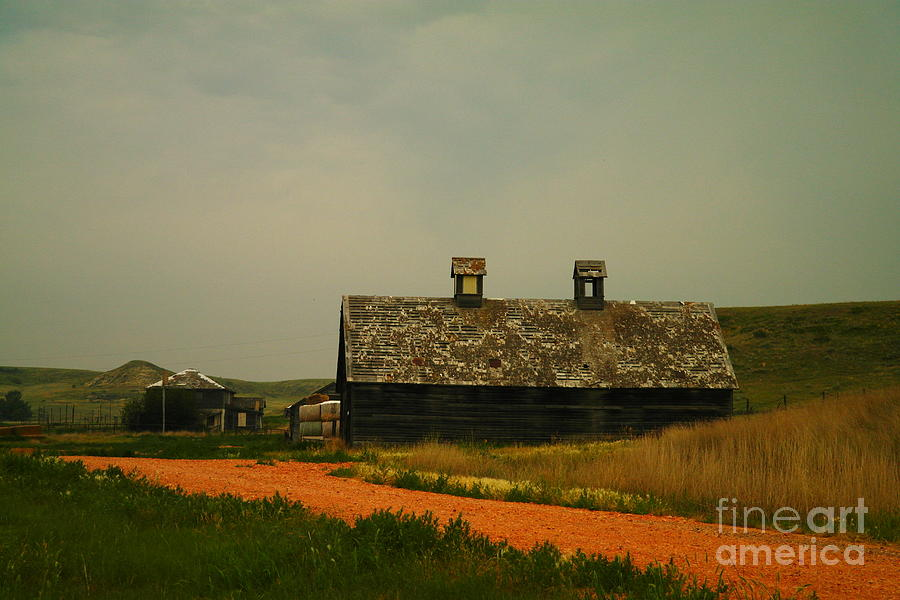 Montana Photograph - An Old Montana Barn by Jeff Swan