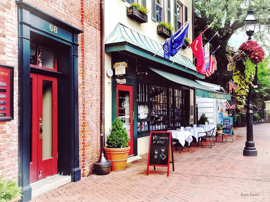 State Circle Photograph - Annapolis Md - Restaurant On State Circle by Susan Savad