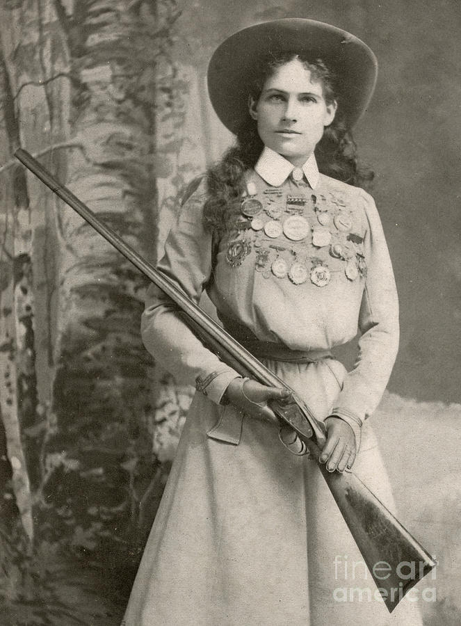 Annie Oakley Photograph - Annie Oakley With A Rifle, 1899 by Richard Kyle Fox