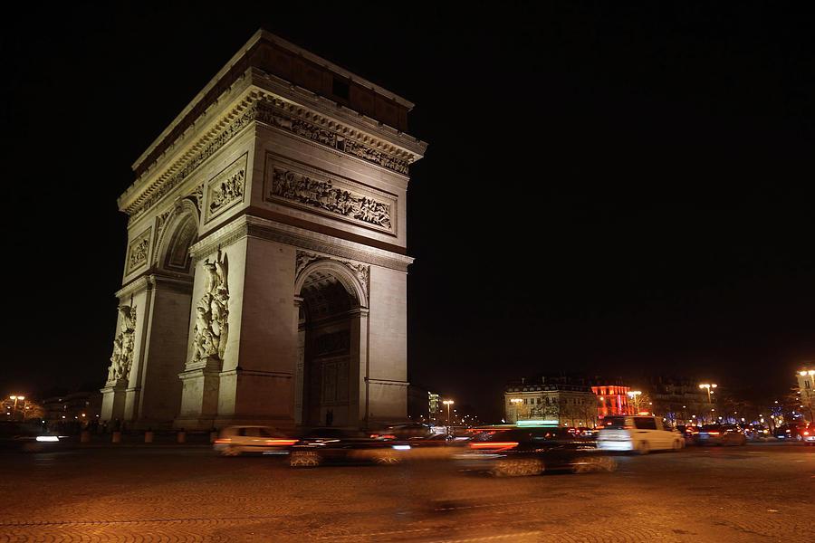 Arc Du Triomphe Photograph - Arc Du Triomphe Paris by Erik Tanghe