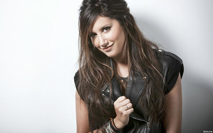 Ashley Tisdale Digital Art - Ashley Tisdale by Dorothy Binder
