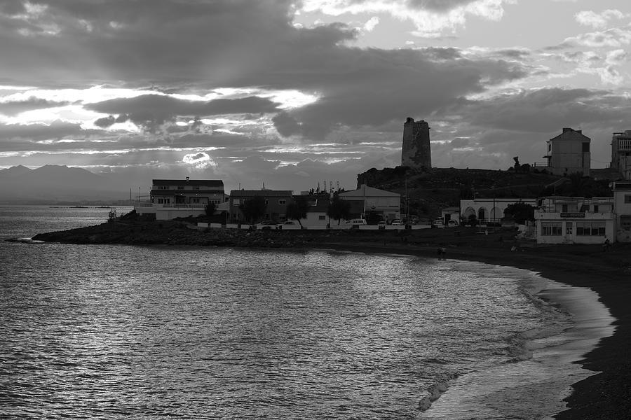 Sun Photograph - Atardecer Blanco Y Negro by Jorge Martin