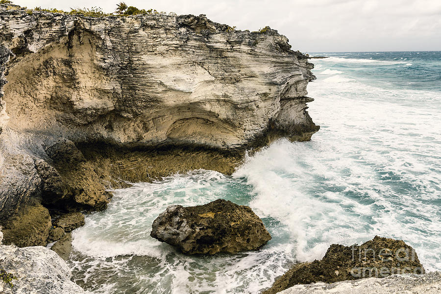 Cliff Photograph - Atlantic Coastline In Bahamas by Pier Giorgio Mariani