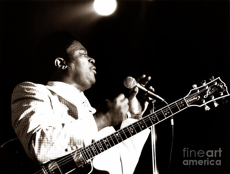 B B King Photograph - B B King And Lucille 1978 by Chris Walter
