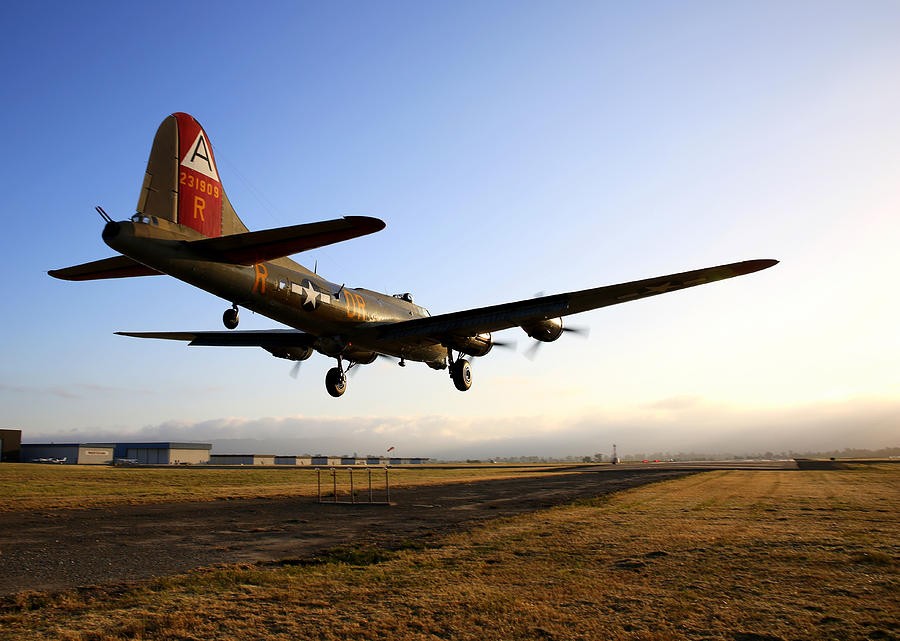 B17 Flying Fortress Lands At Livermore Klvk Photograph by John King