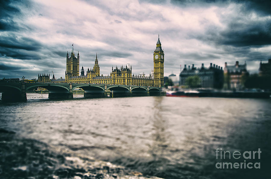 Sky Photograph - Back in London by Alessandro Giorgi Art Photography