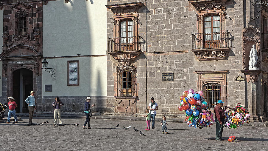 Balloon seller, San Miguel 2014 by Chris Honeyman
