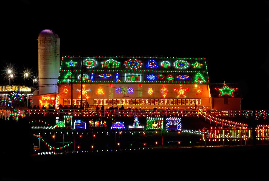 koziars christmas village photograph barn at koziars christmas village by carolyn derstine