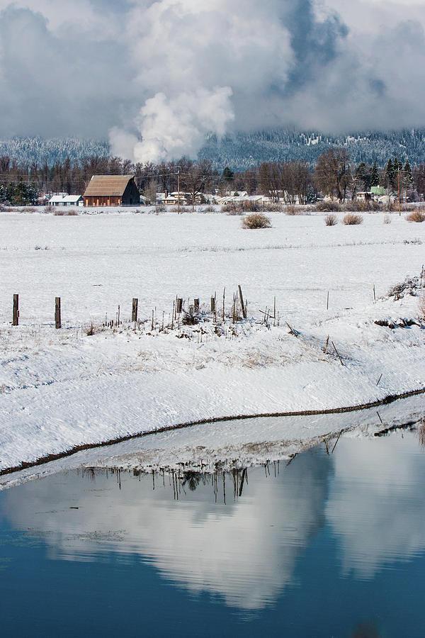 Barn In Winter by Jan Davies