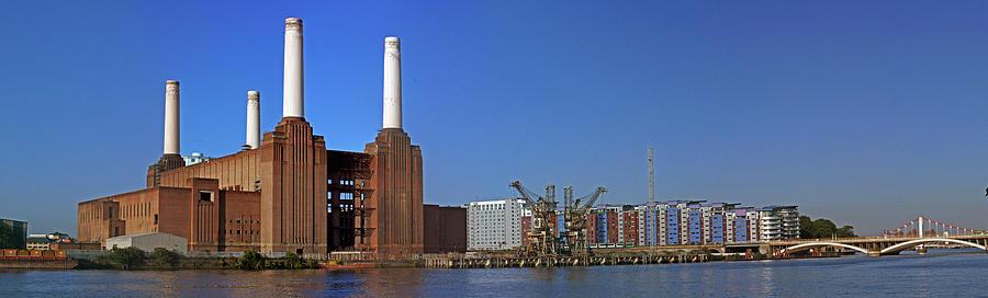 Battersea Power Station Photograph - Battersea To Chelsea by Doug Mcrae