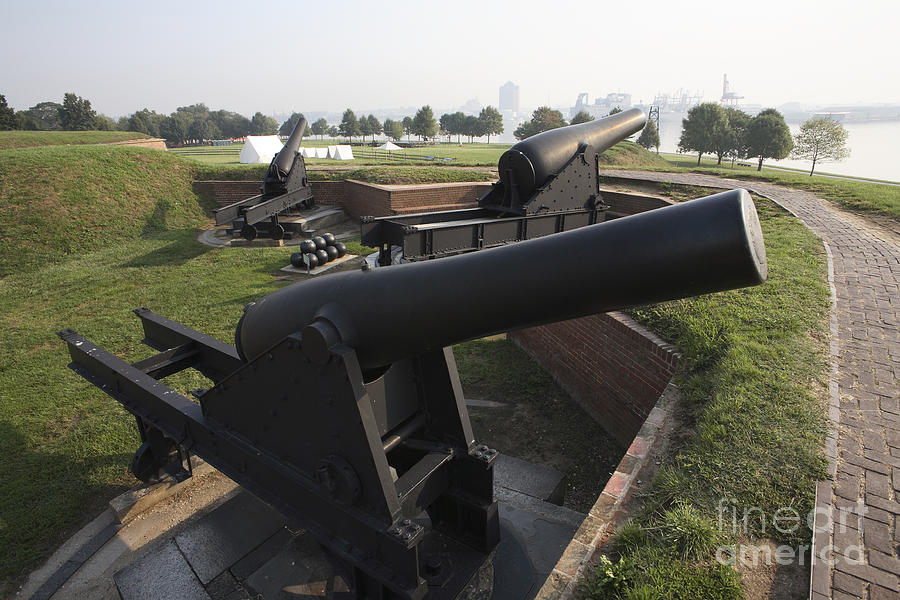 Earthworks Photograph - Battery Of Cannons At Fort Mchenry by William Kuta