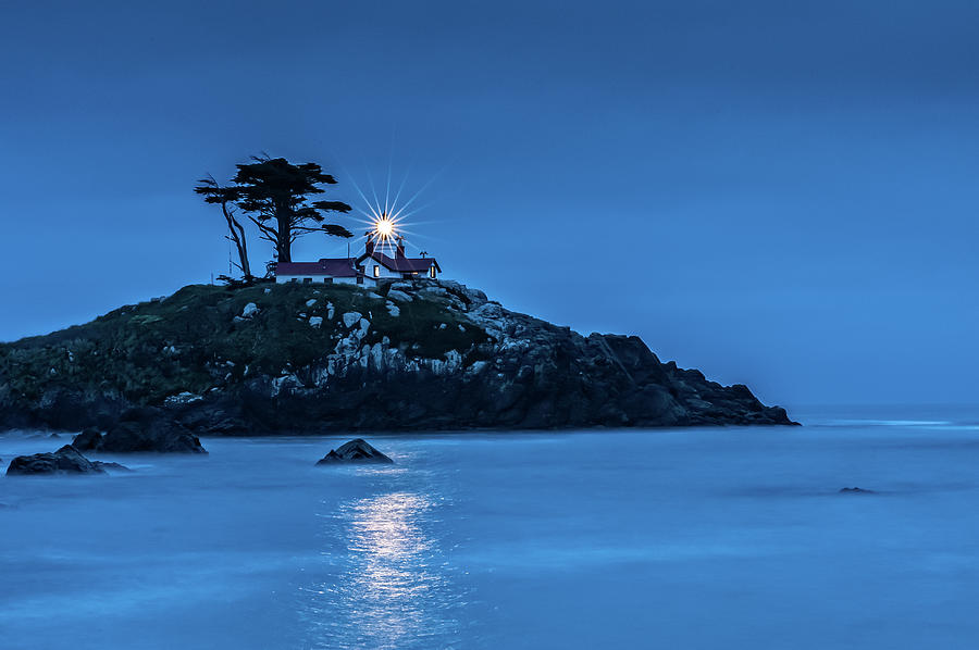 Battery Point Lighthouse by George Buxbaum