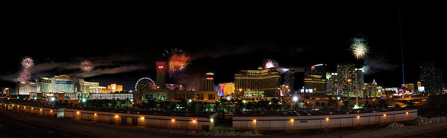 Beautiful fireworks over Las Vegas by Asif Islam