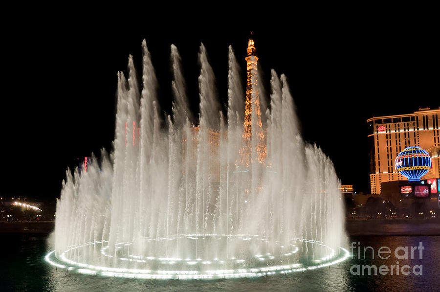 Las Vegas Photograph - Bellagio Fountains Night 3 by Andy Smy