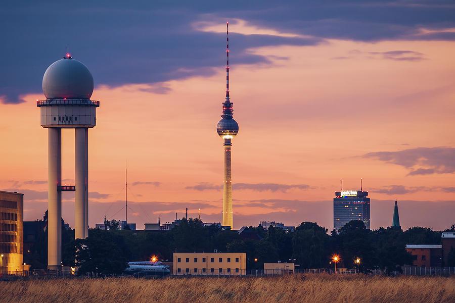 Berlin Photograph - Berlin - Tempelhofer Feld by Alexander Voss