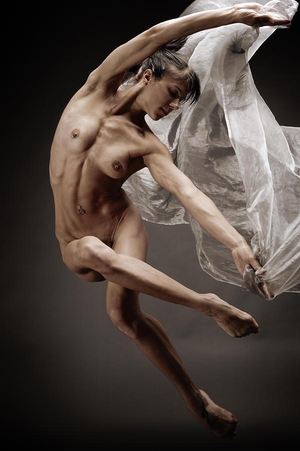 честь эротический балет фото пришло время
