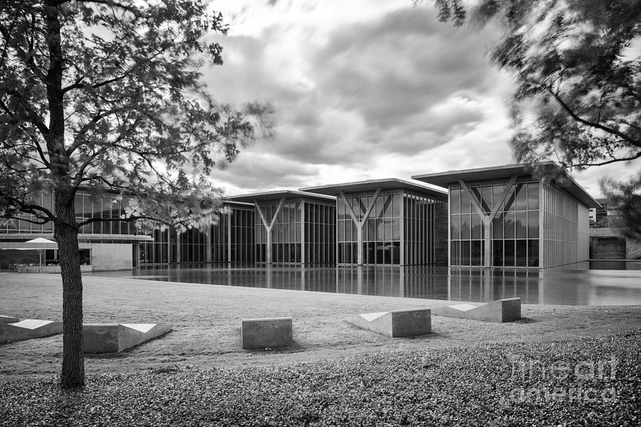 Downtown Photograph - Black And White Image Of The Museum Of Modern Art Of Forth Worth - Texas by Silvio Ligutti
