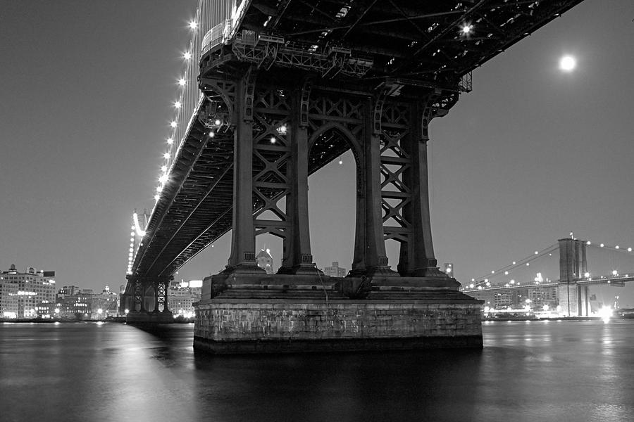 Manhattan Bridge Photograph - Black And White - Manhattan Bridge At Night by Gary Heller