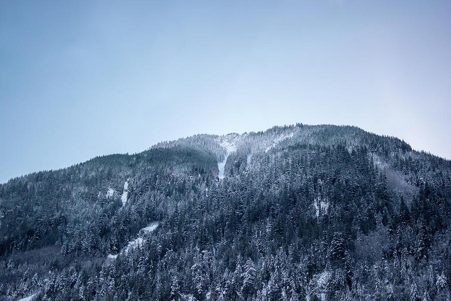 Blue Mountain by Kaishin Chu