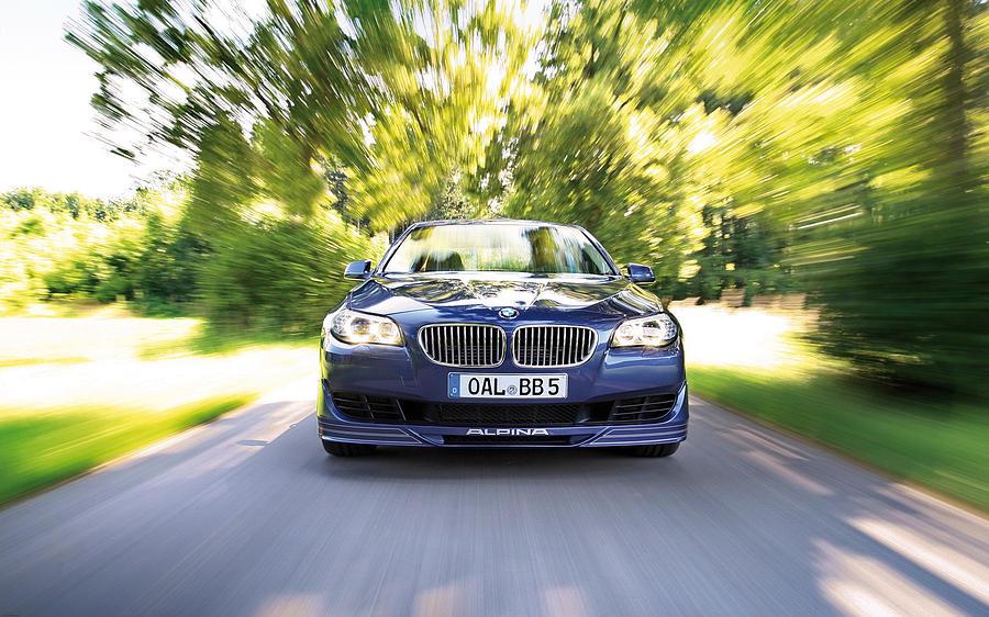 Bmw Digital Art - BMW by Dorothy Binder