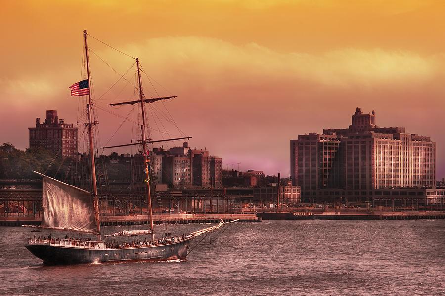 Savad Photograph - Boat - Ny - The Clipper  by Mike Savad
