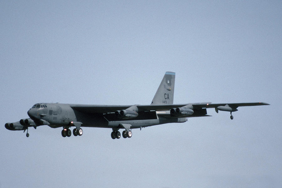 Airplane Photograph - Boeing B-52g Stratofortress 57-6473 93rd Bomb Wing Castle Afb September 18 1992 by Brian Lockett