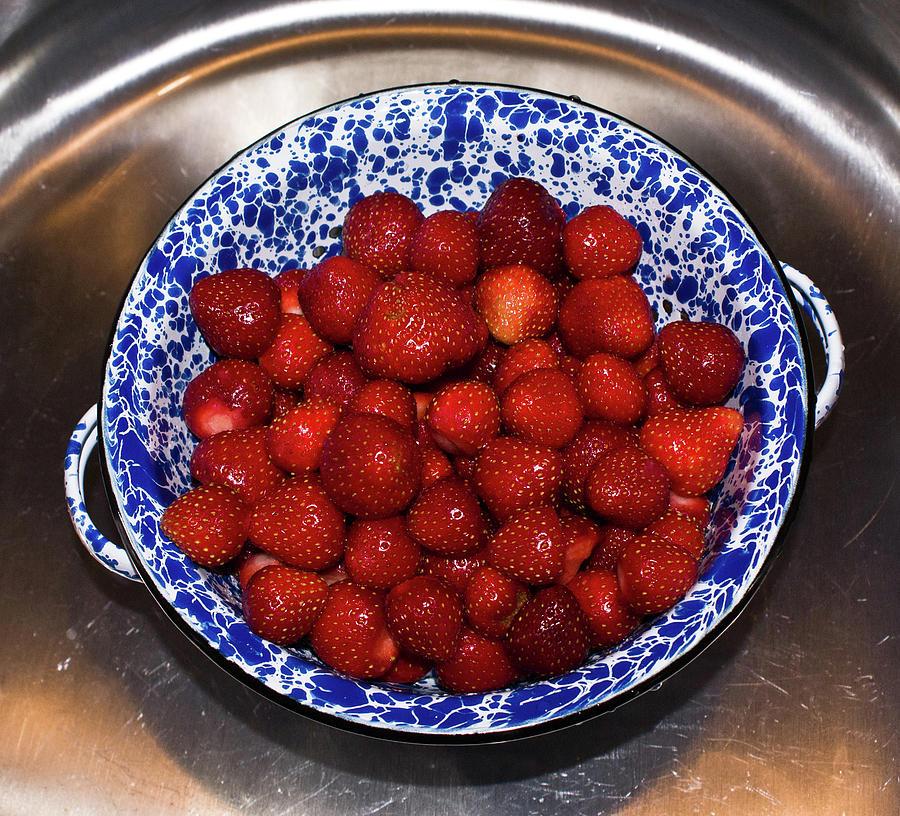 Bowl Photograph - Bowl Of Strawberries 1 by Douglas Barnett