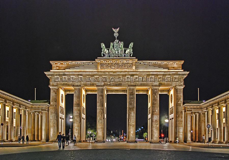 Brandenburger Tor Photograph - Brandenburg Gate by Joachim G Pinkawa