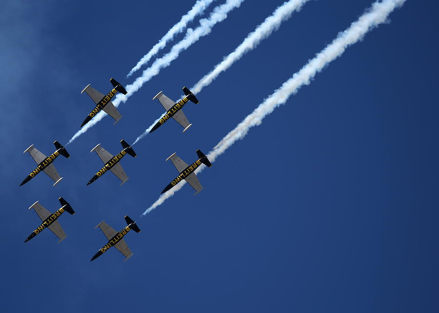 Breitling Team Crowd Pleases At Reno Air Races Photograph by John King