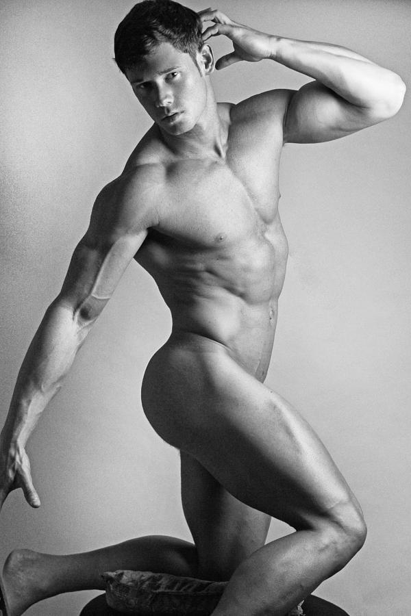 голые мужики модели фото страпон показывает