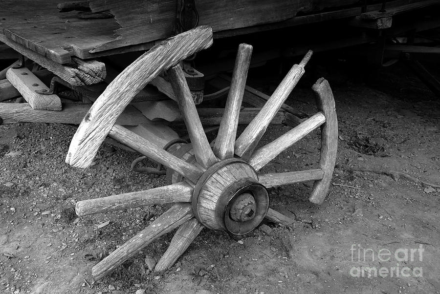 Wagon Wheel Photograph - Broken Wheel by David Lee Thompson