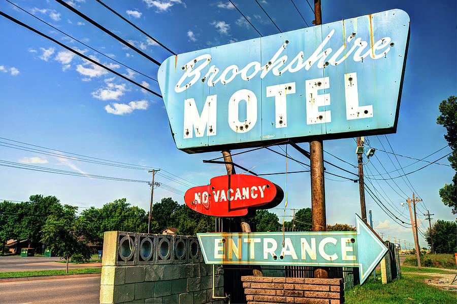 Brookshire Motel Route 66 Tulsa Photograph By Gregory Ballos