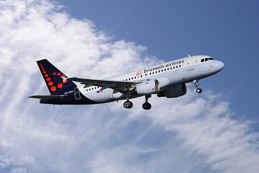 Brussels Airlines Photograph - Brussels Airlines Airbus A319-111 by Smart Aviation