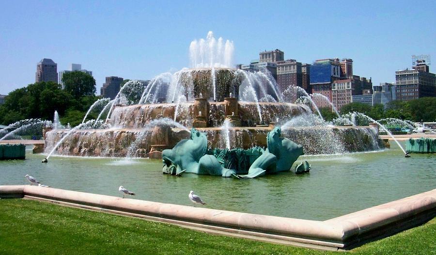 Chicago Photograph - Buckingham Fountain by Anita Burgermeister
