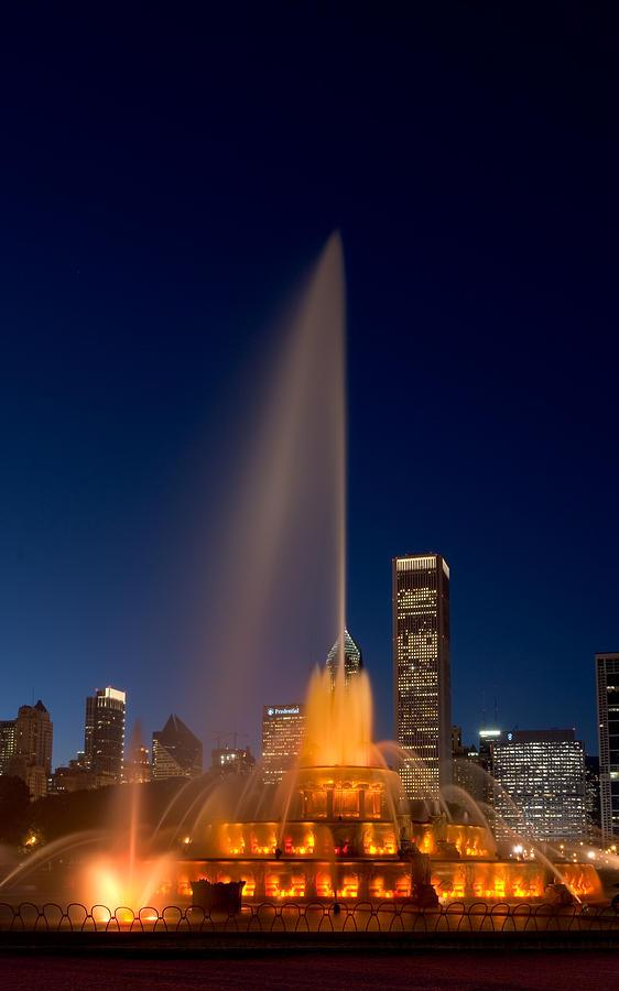 Chicago Photograph - Buckingham Fountain Chicago by Steve Gadomski
