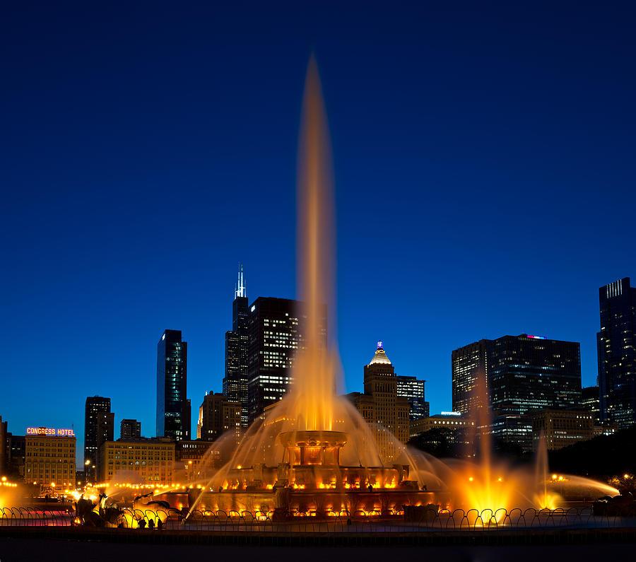 Chicago Photograph - Buckingham Fountain Nightlight Chicago by Steve Gadomski