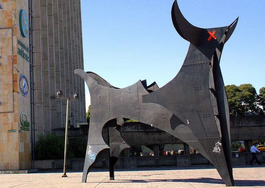 Bull's Eye Sculpture in Quito by Laurel Talabere