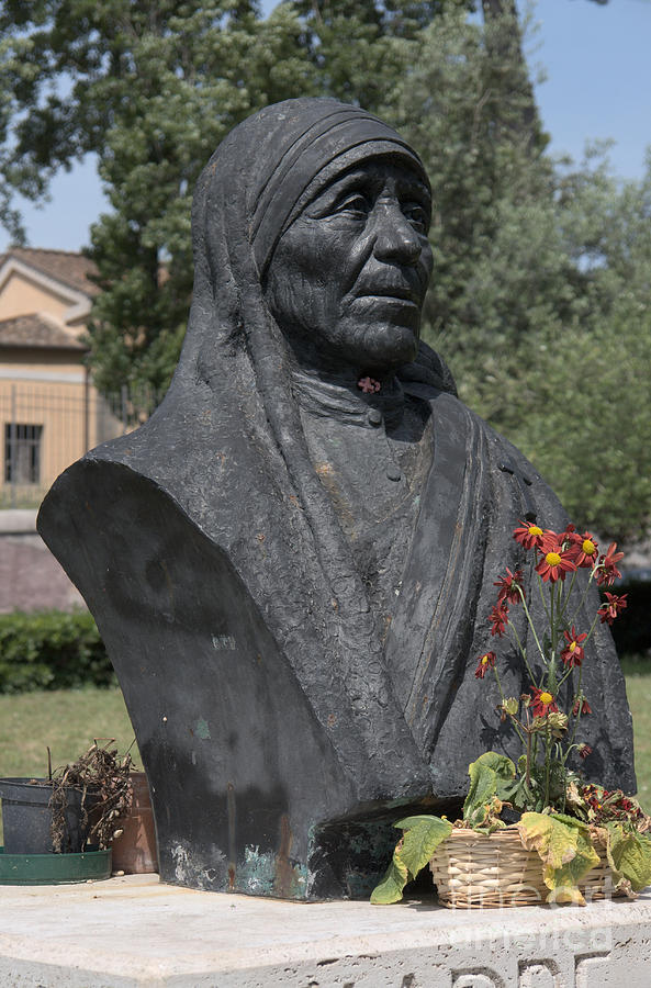 Christian Photograph - Bust Of Mother Teresa by Fabrizio Ruggeri