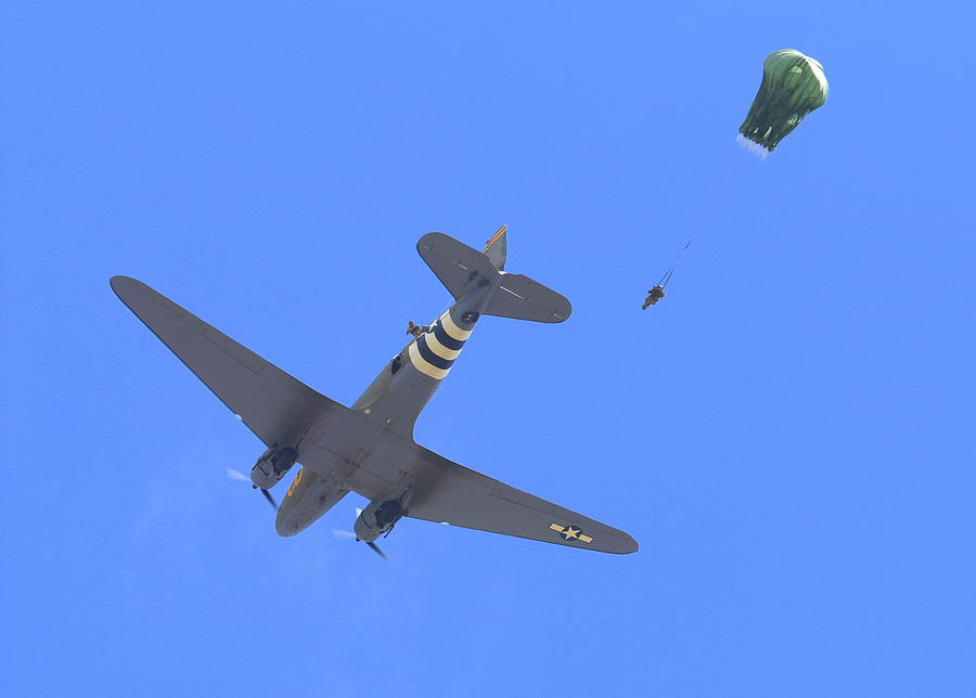C47 Photograph - C47 And Paratroopers At Salinas by John King