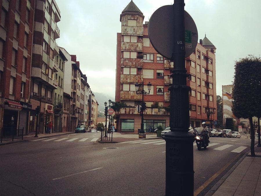 Street Photograph - Calle by Yizhi Wang
