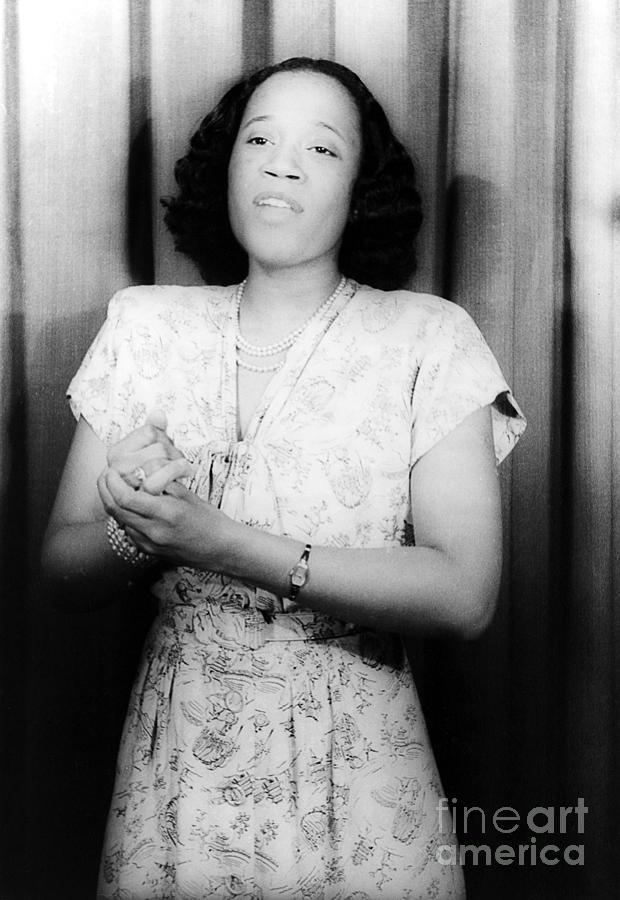 1946 Photograph - Camilla Ella Williams by Granger