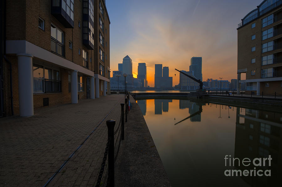 Hilton Photograph - Canary Wharf Sunrise by Donald Davis