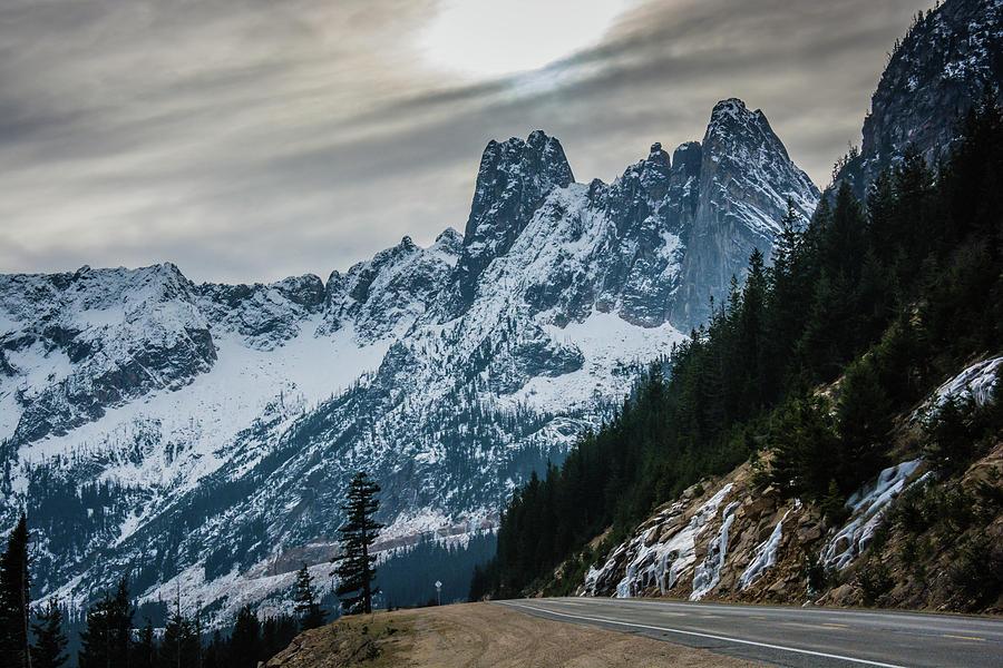 Cascade Mountains Photograph - Cascade Beauty by Dave Rennie