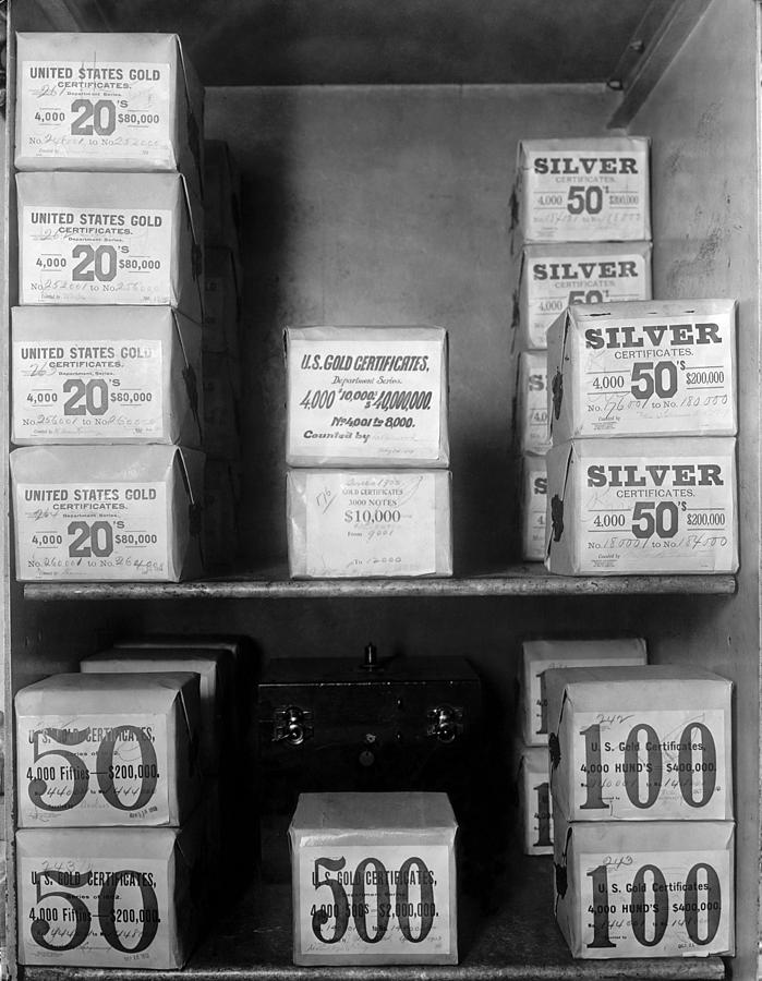 History Photograph - Cash Vault Of The United States by Everett